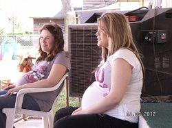Matka w ciąży, córka w ciąży